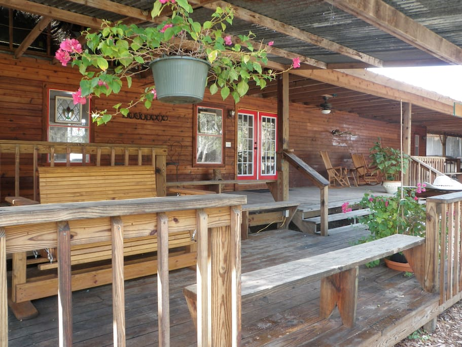 The bunkhouse roses river ranch chalet in affitto a for Texas ranch piani casa con portici