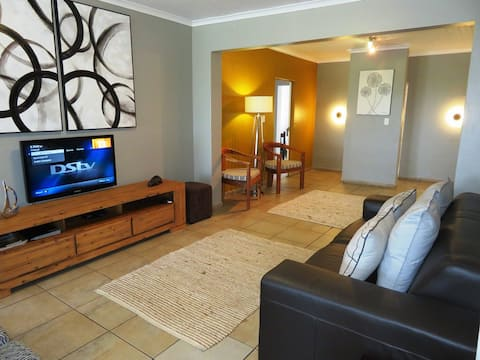 Little Eden: MPISI 4-6 Sleeper Sea View Apartment