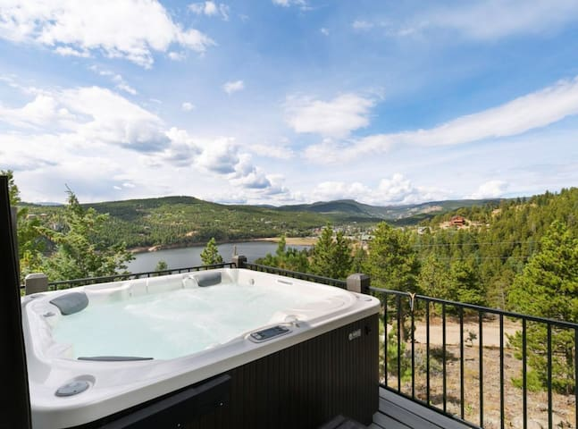 UNBELIEVEABLE views/family home/gameroom & hot tub