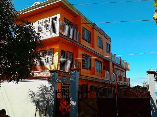 LESTER'S GUEST HOUSE  TOWNHOUSE UNIT #3 (VILLABA)