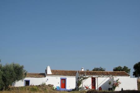 Beautiful farmhouse with sauna - Azinheira dos Barros - Hus