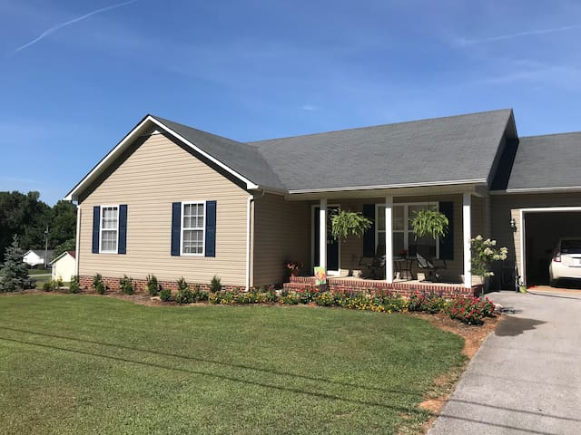 Private Bedroom w/ Bathroom Close to Interstate 40