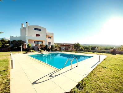 luxurious villa with private pool! - Skouloufia - Ev