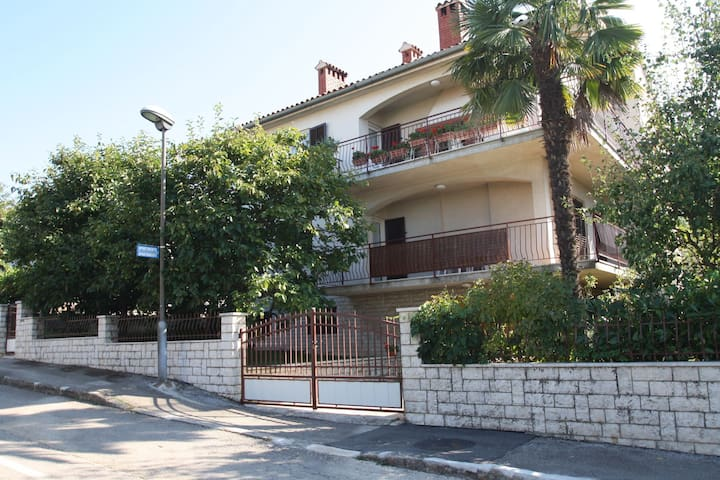 Comfortable apartment for 4 persons, only 200 m from the beach!