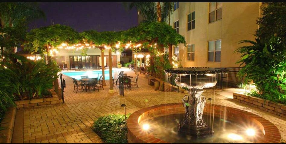 Pool/Gym Cozy 1BD Walk to Jazzfest - New Orleans - Apartment