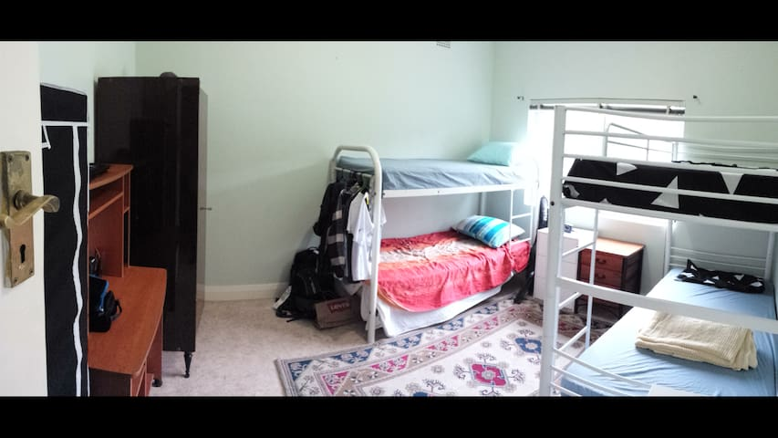 GREAT AFFORDABLE ACCOMMODATION R1.3 - Rosebery - Haus