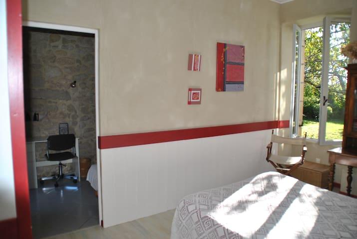 belle chambre d'hôte en Sauternes - Bommes - ที่พักพร้อมอาหารเช้า