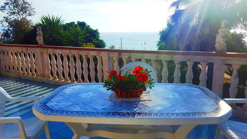 Villa Lina con Vista Mare e Isole Eolie