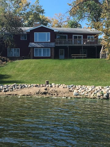 Lake Bemidji Home - 4 bd/3bt - WIFI - Bemidji - House