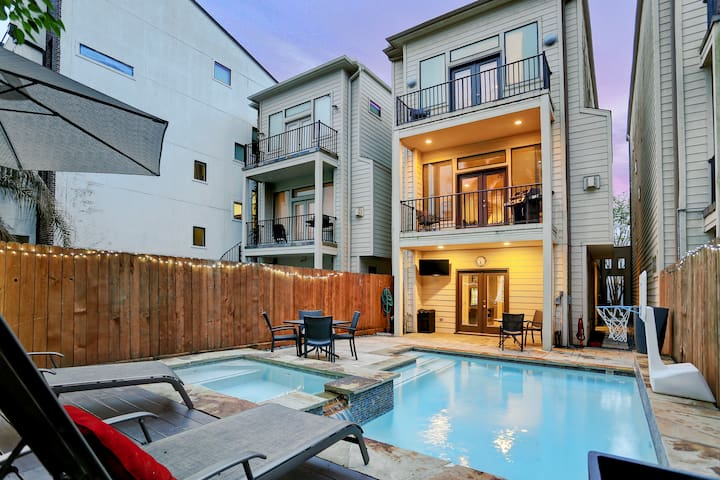 3 Bedroom 3.5 Bath Townhome w Private Pool Oasis