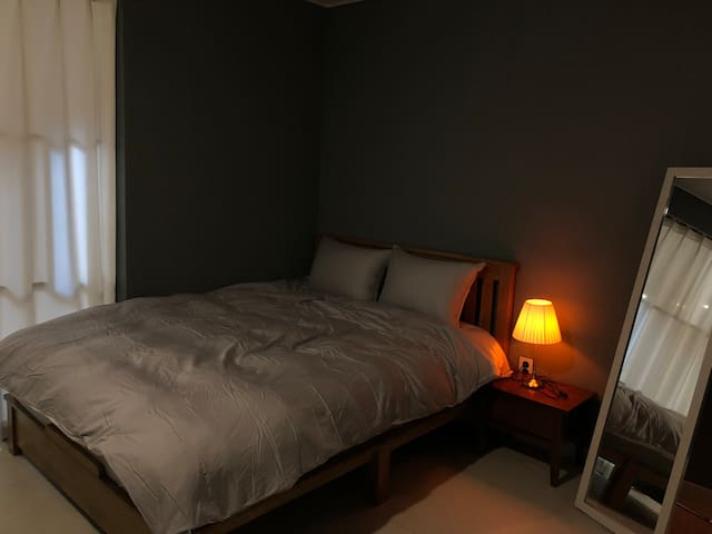 두번째방 침대(쿠션좋은 매트와 깨끗한 이불)