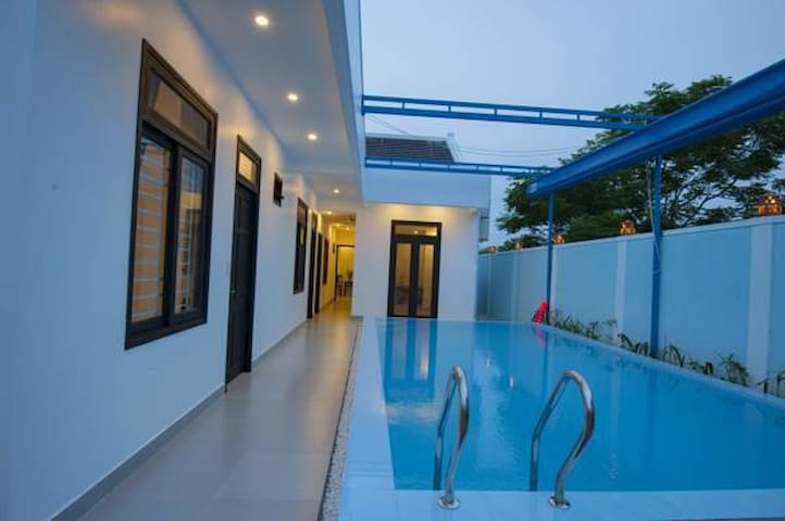 Entire Poolside Villa up to 11 people in Hoi An