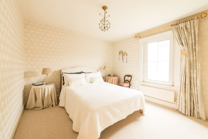 Private room, B&B - Queens Park - London - Haus