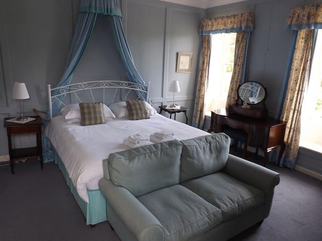 Unique Queen Anne Manor Room