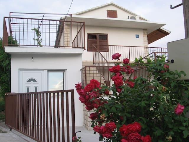 Apartments Mima studio - Rogoznica - House