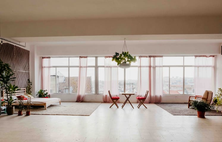 Stunning, spacious 330-sqm garden loft with view