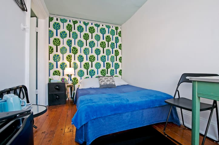 Alchemy BnB - room in artist loft - Brooklyn - Bed & Breakfast