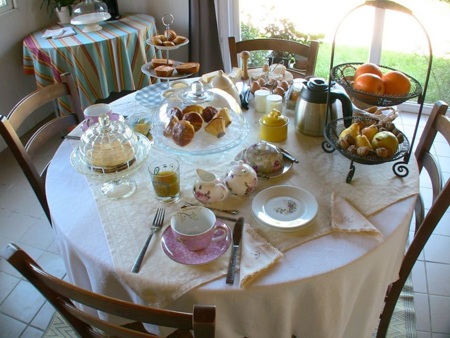Le petit déjeuner fait maison est prêt !!