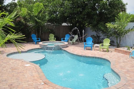 NEAR BEACH WITH PRIVATE POOL/SPA+ WALK TO DOWNTOWN