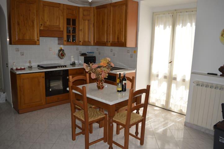 Casa centro storico Gradoli 7 posti - Gradoli - 단독주택