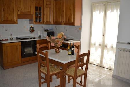 Casa centro storico Gradoli 7 posti - Gradoli - บ้าน