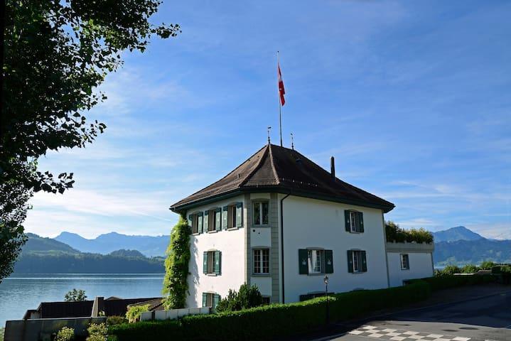 Jagd-Schloss****