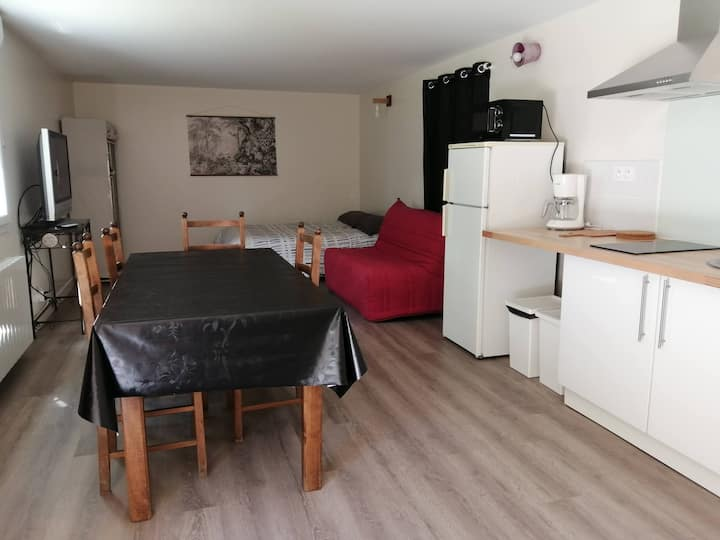 Studio proche  Montaigu