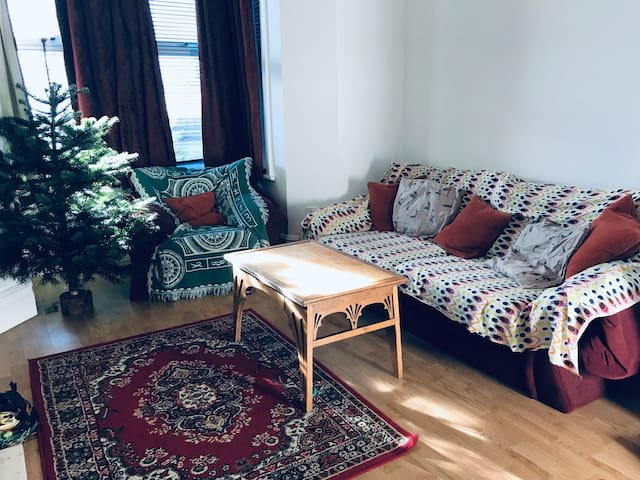 Large Double Bedroom in sunny Totterdown