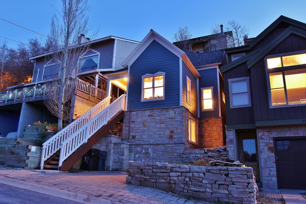 Front exterior view of Woodside Manor - Park City Old Town home