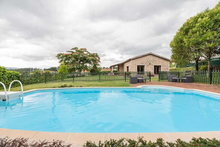 House with SWIMMING POOL A PEDRIÑA