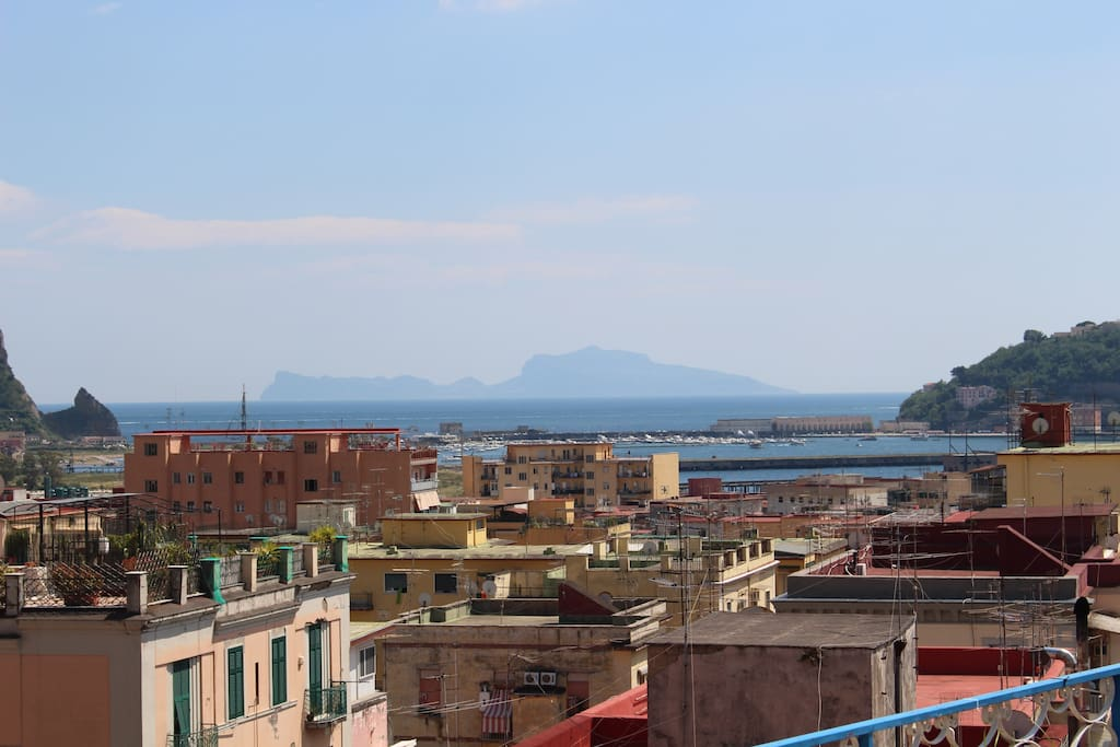 Appartamento con splendida terrazza panoramica for Terrazza arredata
