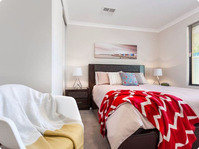 2ns Queen Bedroom