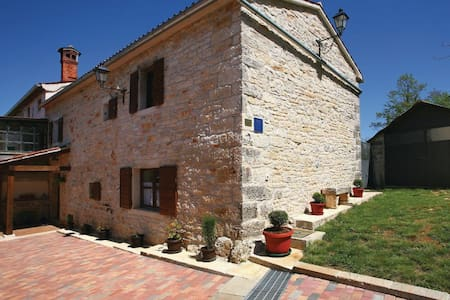 2 Bedrooms Cottage in Blazucici - Blazucici