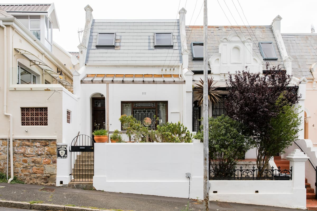 Victorian Charm Steps from Kloof Street