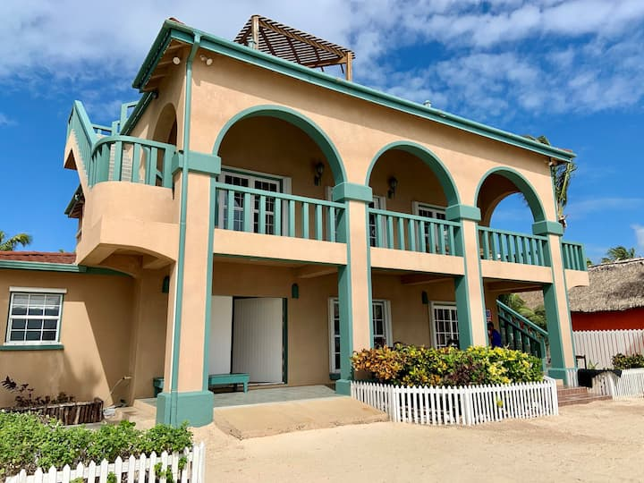 Limited Time, Pay for 6 Stay for 7! Beachfront. Close to Secret Beach.
