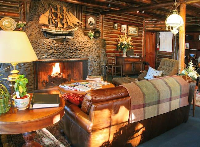 Historic Queen Garden Room - Coupeville - Hotel boutique