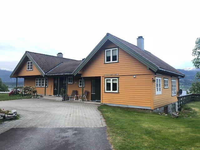 Koselig leilighet på Rygg, Sandane