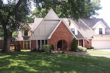 Comfortable and private guest suite in south Tulsa
