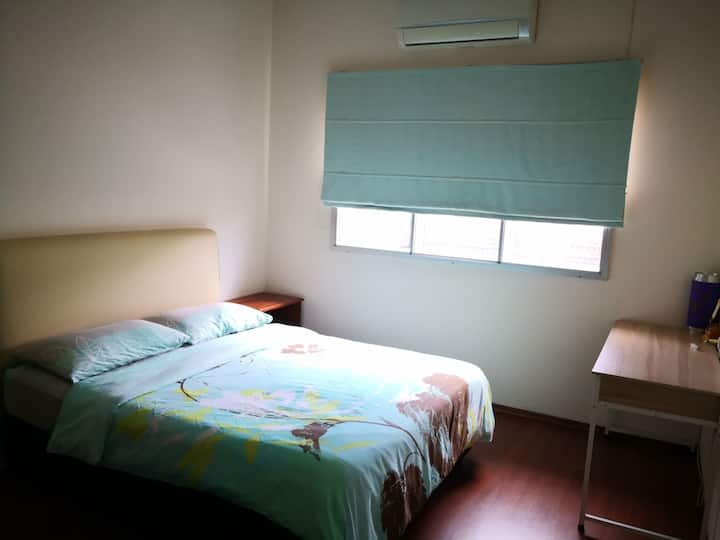 Cozy double room near airport with free transfer