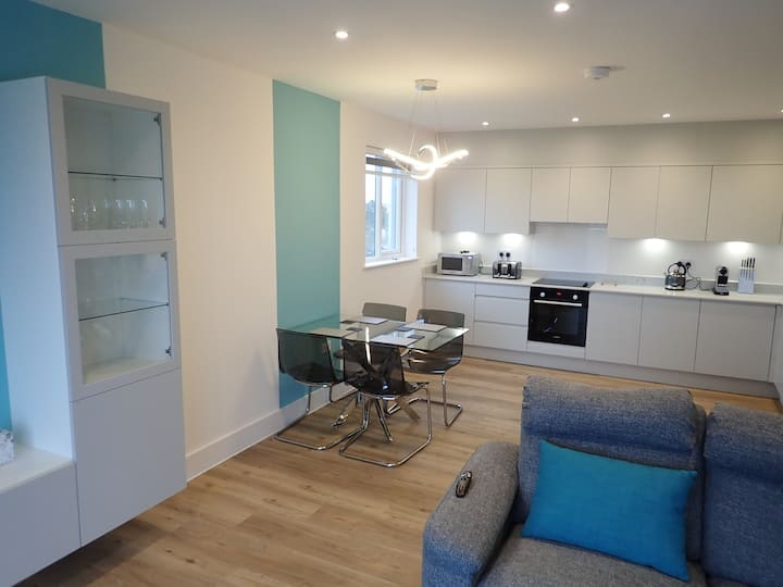 New Penthouse Apt with views over Bournemouth