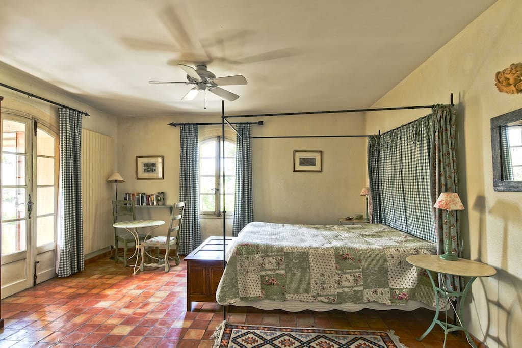 Le Pastis bedroom