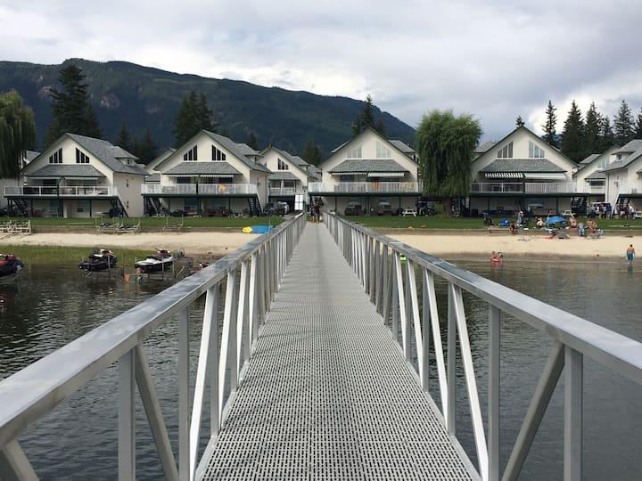 Casa Del Mara - Lakefront property with boat-slip