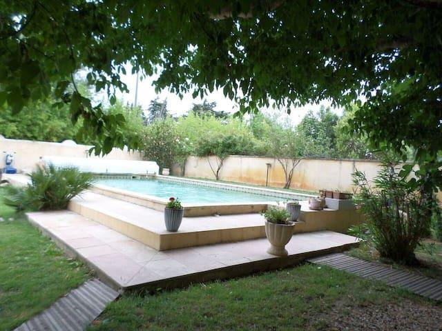 Chaleureuse maison de village aux accents du Sud - Sarrians - Haus