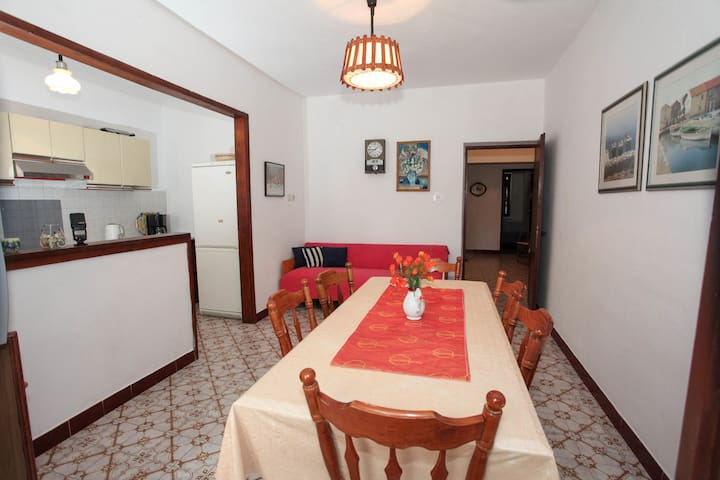 Great apartment near the sea and beaches for 8