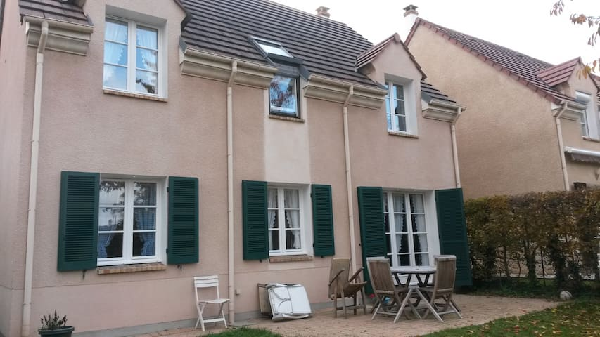 1 p bed - 10 sqm - Pontoise (Paris) - Pontoise