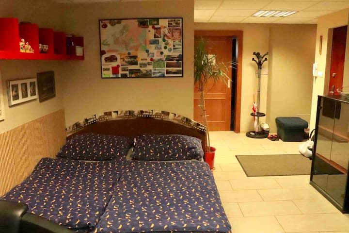Double bed in the bedroom, bed linen with towels are included.