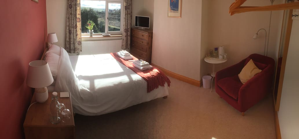 Moor Edge Dog Friendly B&B Room 2 - Whitby - Bed & Breakfast