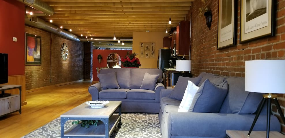 The Ultimate Urban Loft-A WALKABLE-Hot Property!