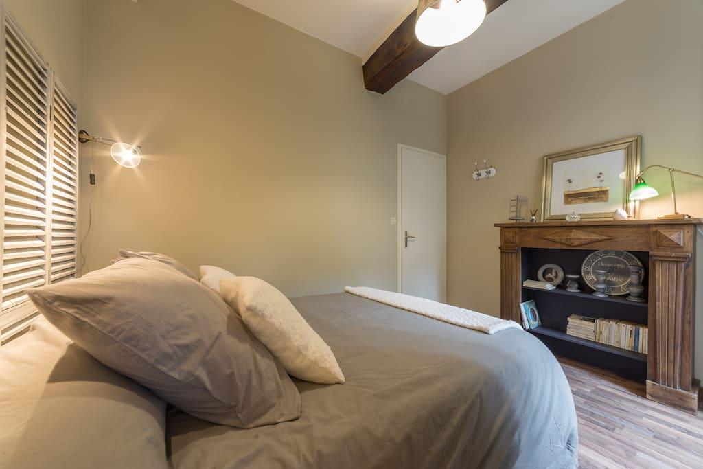Une chambre cosy avec linge de lit fourni
