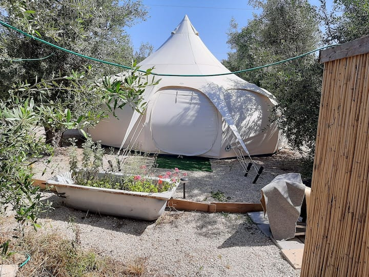 אוהל הזית,  , לזוג 300 ₪ , 50 ₪ לכל אדם נוסף